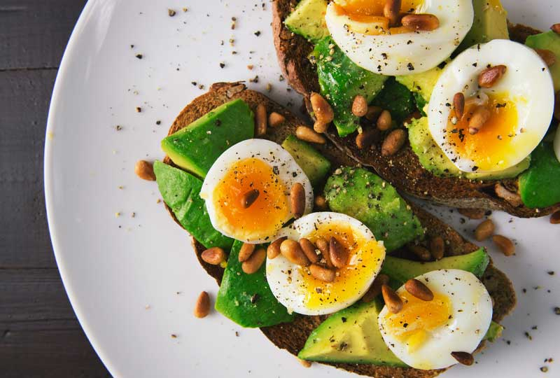 Tostadas-Fitness.aguacate-con-huevo