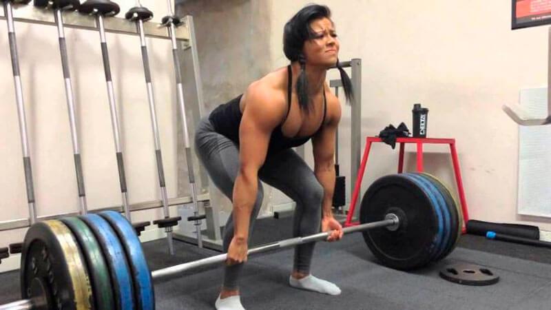sophie arvebrink mujer fitness fuerte peso muerto