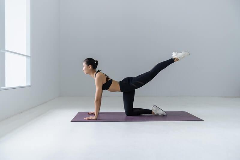 entrenamiento piernas y abdomen core mujeres