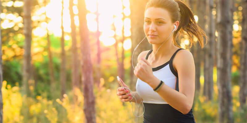 mujer haciendo ejercicio cardio en ayuno